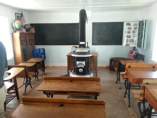 Overland Trail Museum : schoolhouse