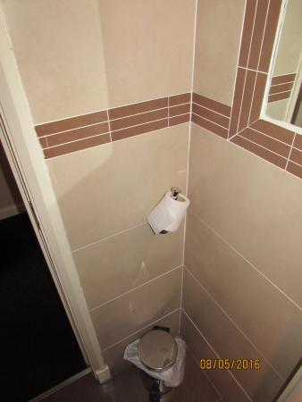 Balmoral Hotel: toilet roll holder loose