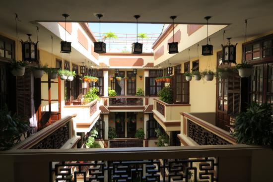 Nhi Nhi Hotel: schöner Innenhof