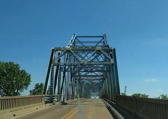 Jacksonport State Park: Nearby bridge over White River