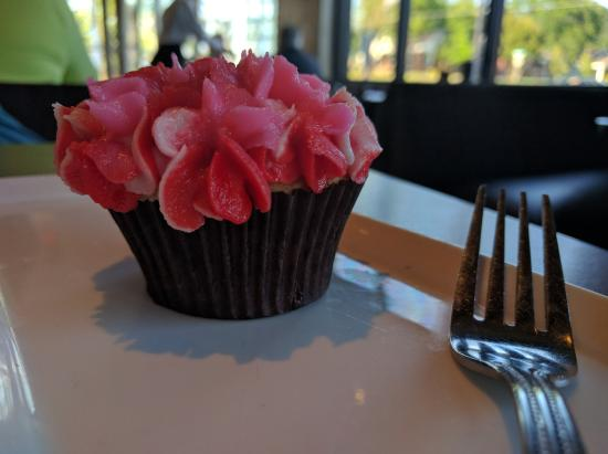 The White Wedding Cake Cupcake In A Dark Paper Cup With Flowers Buttercream Frosting Picture Of Cafe 501 Edmond Tripadvisor