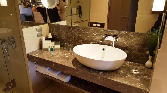 Charmant Carlton Hotel Singapore: Bathroom   Wash Basin Area