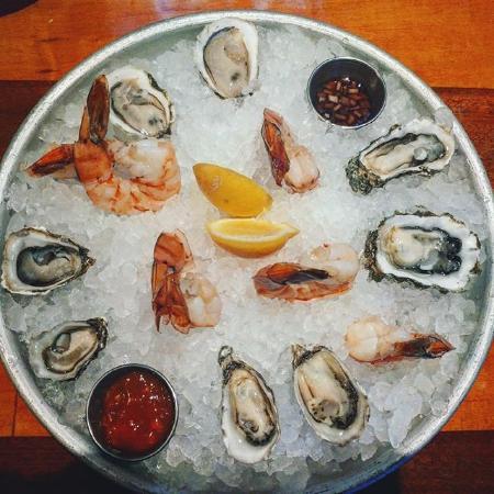 LongBoards Restaurant: Oyster Heaven!