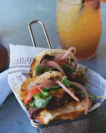 LongBoards Restaurant: Arrowhead Sliders for Happy Hour