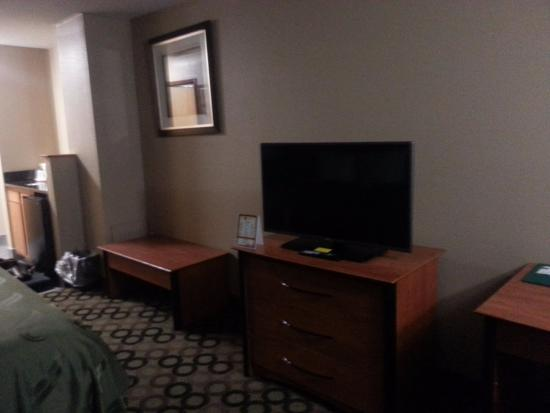 Quality Inn & Suites Columbus: View of Room 209 #2
