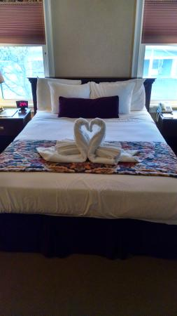 Skaneateles Suites Boutique Hotel: The bed with the heart swans