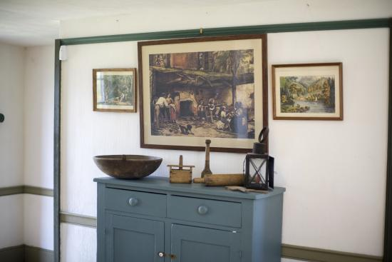 Ancaster, Canadá: Main Floor Griffin House - original painting from house