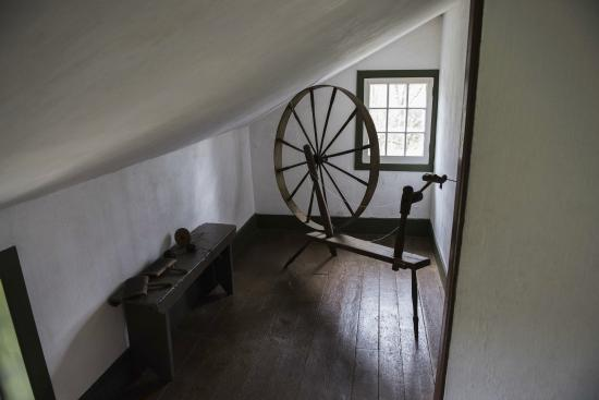 Ancaster, Canadá: Spinning wheel on second floor