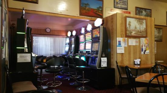 Cloncurry, Australië: Part of dining section with view towards gaming area