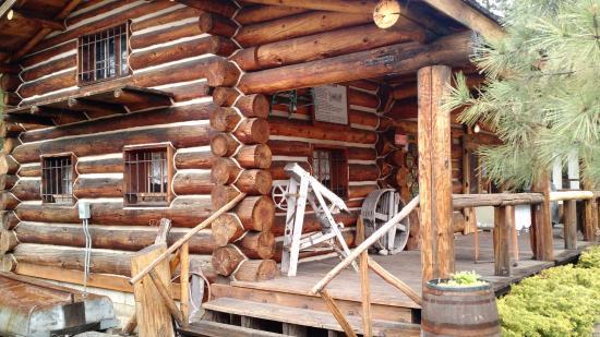 South Lake Tahoe, Californië: Log Cabin next door