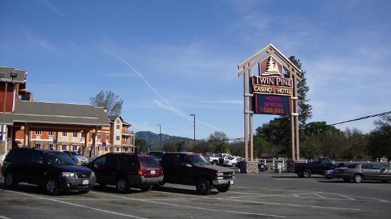 Middletown, CA: ホテル駐車場から