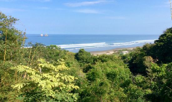 Ayampe, Ecuador: Islet off to sea
