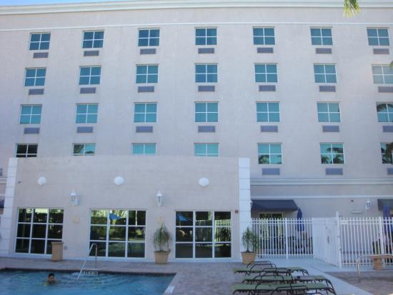 Holiday Inn Express Hotel & Suites Miami-Kendall Photo