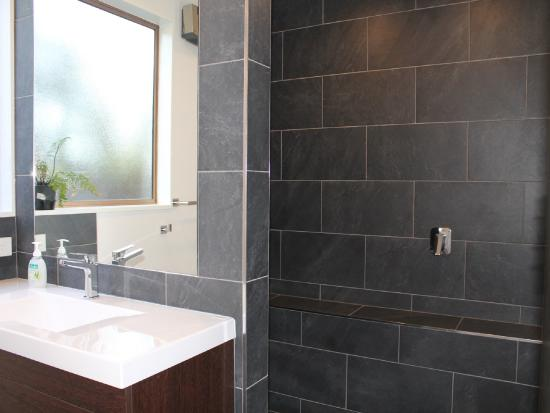 Inn the Bay Bed & Breakfast: Endeavour Wetroom/Ensuite