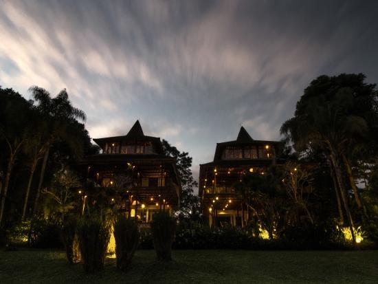 Villa Atas Awan: The villa night shot