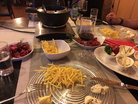 Hotel Pas de Cheville: Fondue Bacchus with pommel allumettes and home made sauces