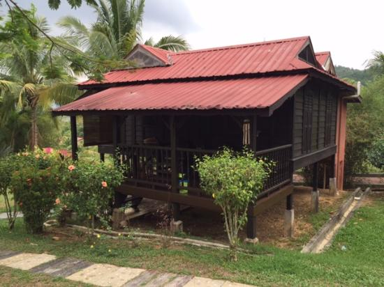 Fox Hill: One-bedroom wooden house for 2-4 pax.