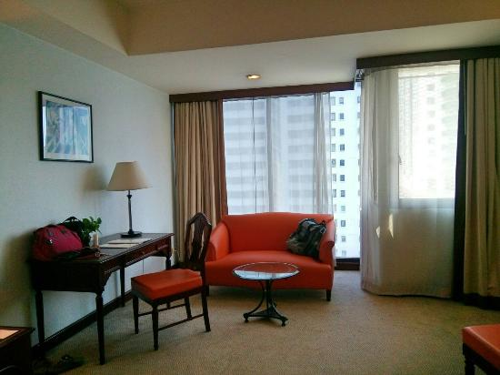 Tai-Pan Hotel: Big room