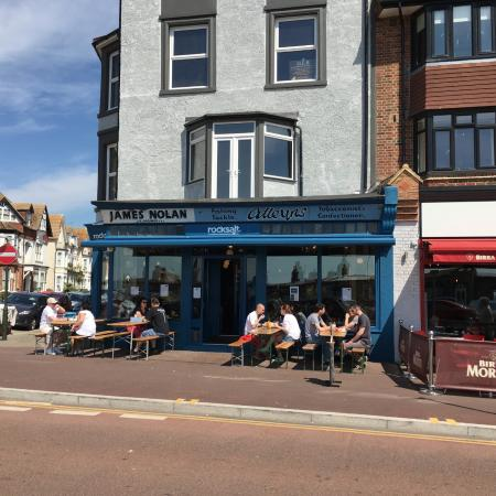 Bexhill-on-Sea, UK: Outside dining when the weather is right - Rocksalt-on-sea