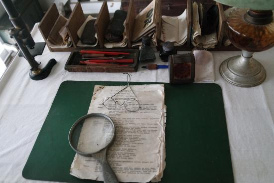 Museum Albert Schweitzer : Bureau du Dr Schweitzer avec son matériel d'époque