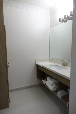 Castle Inn: This vanity is opposite toilet/shower room. So new, clean and tidy.