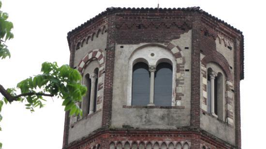 Trino, อิตาลี: Campanile ottagonale voluto dai monaci Cistercensi.