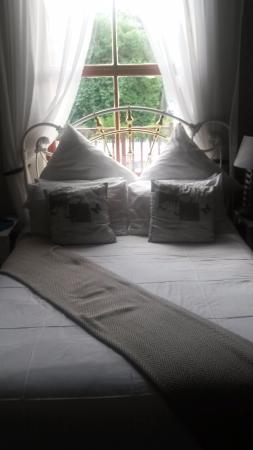 Flametree Guesthouse: Bed