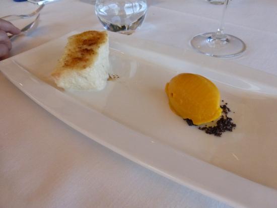 Galdakao, Hiszpania: Torrija de pan caramelizado con helado