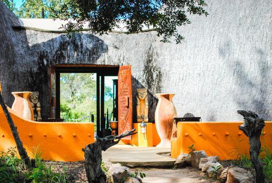Hoyo-Hoyo Safari Lodge: sehr schöner Eingangsbereich