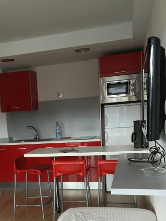 Apartamentos El Palmar: Wohnzimmer/Küche