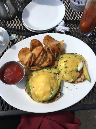 The Metropolitan: California Eggs Benedict