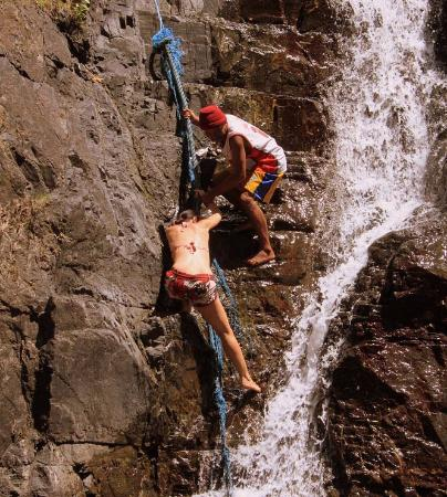 Pandan Island, Filipina: One of the activities in the surroundings: climbing a waterfall!