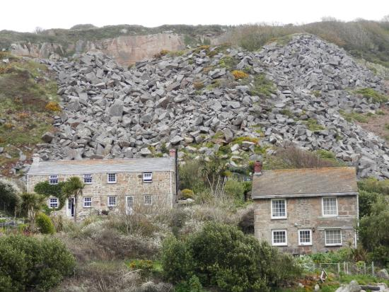 I could not live here with those rocks behind. Lamorna Cove