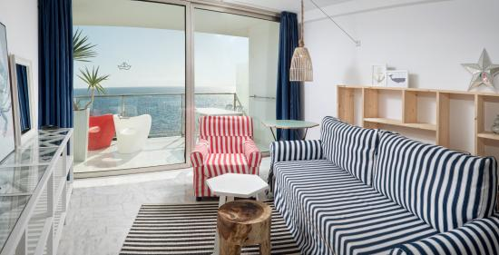 Marina Suites: Suite with view over the sea