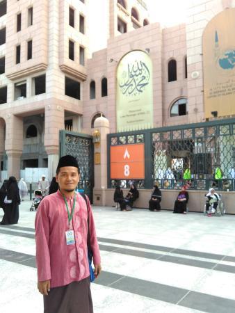 Madina Media Museum : Tampak gerbang Museum dari pintu 8 Masjid Nabawi