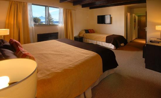 Hotel Carlos V Patagonia Bariloche: Habitación Triple Matrimonial