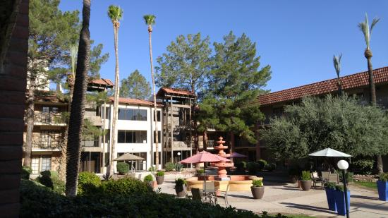 Doubletree Suites By Hilton Tucson Airport Courtyard Area Of The