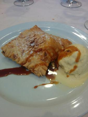 Ecay, إسبانيا: Pantxineta con helado