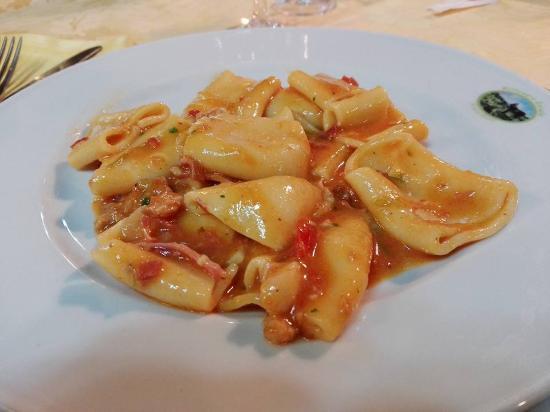 Sesto Campano, Italia: paccheri asparagi e prosciutto