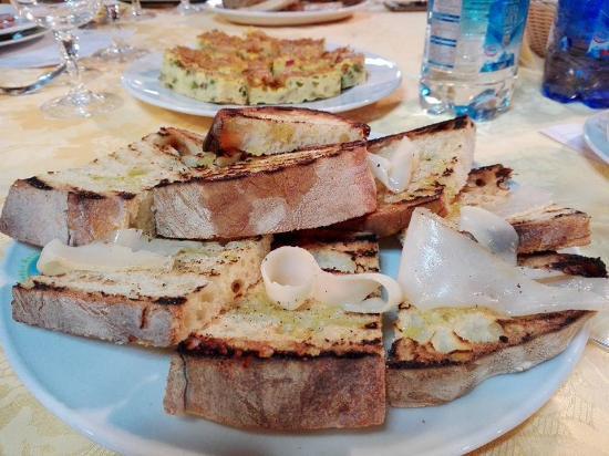 Sesto Campano, Italia: Bruschette con lardo