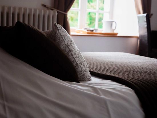 Clecy, Francia: L'une de nos agréables chambres en plein coeur de la Suisse Normande