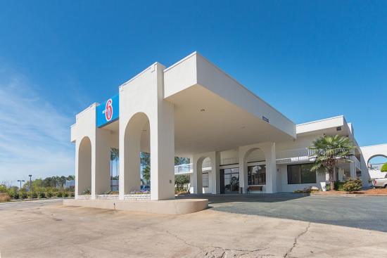 Motel 6 Newnan