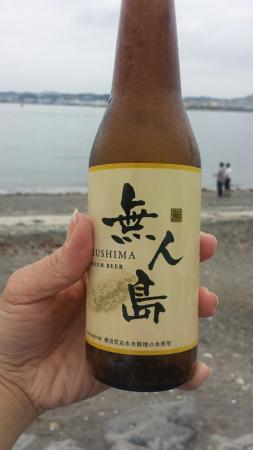 Sarushima Island (Monkey Island): 三笠公園から船で10分足らずで行ける無人島。手ぶらでBBQも堪能できます。散策ルートは約60分。多少のアップダウンがあり、日頃の運動不足解消になるかも。ご褒美には無人島Beer