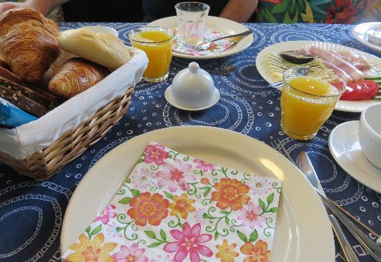 Someren-Heide, เนเธอร์แลนด์: warme broodjes, verse eitjes en heerlijk sap, alles tip top en orde
