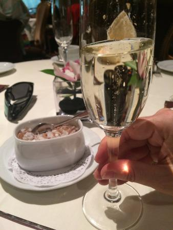 Bacchus Restaurant & Lounge: start with a little bubblie