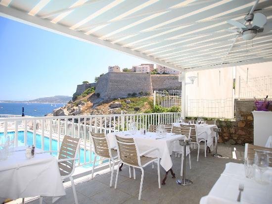 Hotel saint christophe calvi france voir les tarifs for Restaurant piscine