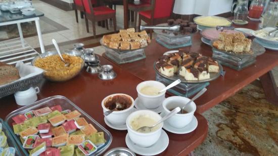 Iguassu Holiday Hotel: Café da manhã do Hotel