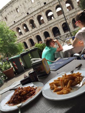 Restaurante perto do Coliseu