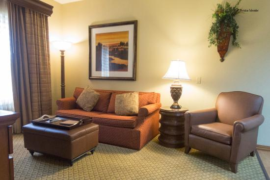 Homewood Suites Miami-Airport West: living