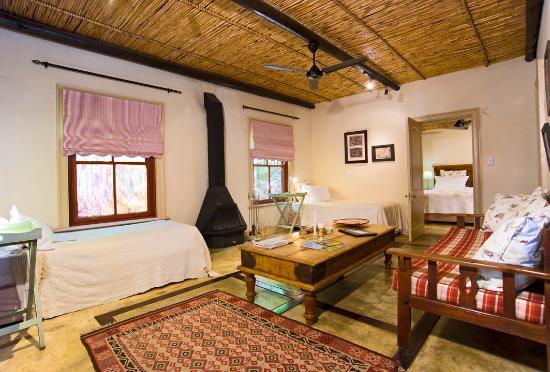 La Fontaine Guest House: Orange Family suite